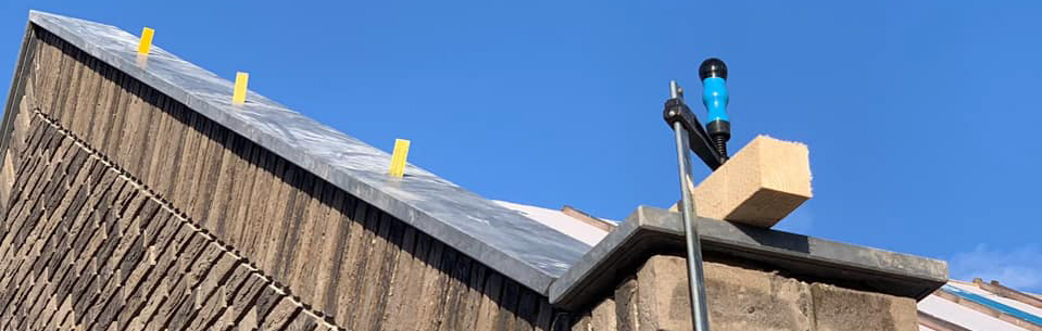 plaatsing muurafdekkers schoot natuursteen