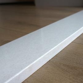 witte binnendeurdorpel schoot natuursteen