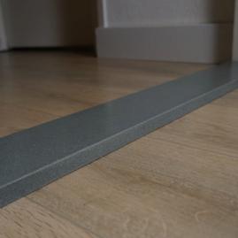 grijze binnendeurdorpel schoot natuursteen
