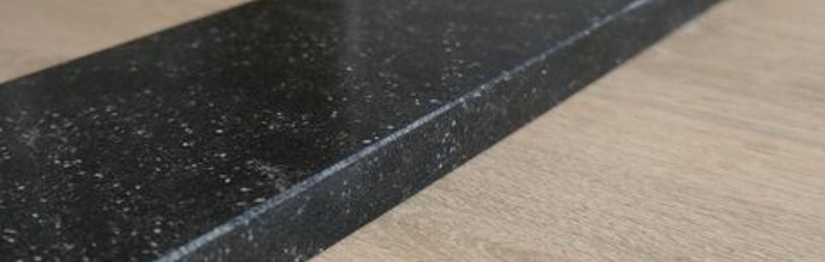 zwarte binnendeurdorpel schoot natuursteen